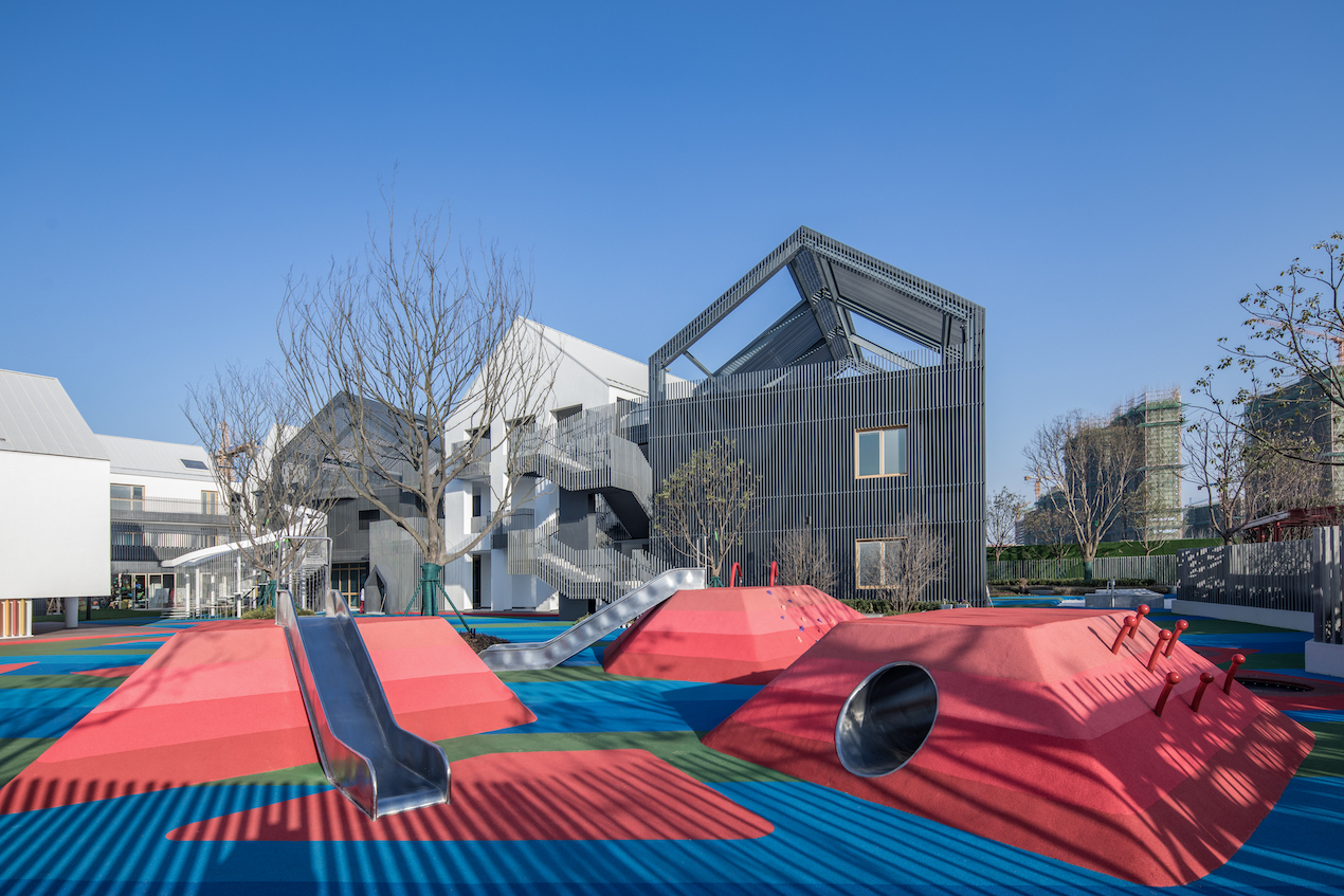 Pomegranate Place Vanke and Wantou Hefei is a multigenerational playground designed to appeal to all ages.