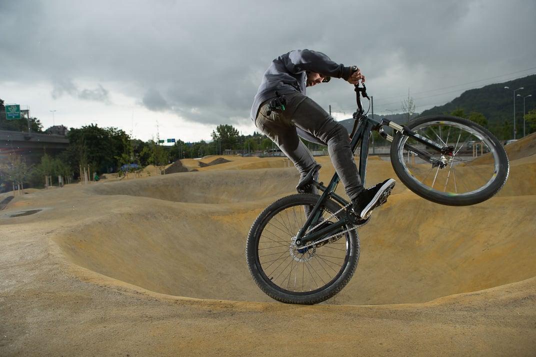 Fun for all: an advanced rider at Bikpark Zürich. Photo courtesy of Hansueli Spitznagel.
