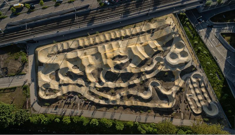 One big reason to visit Bikepark Zurich: its size. 😮