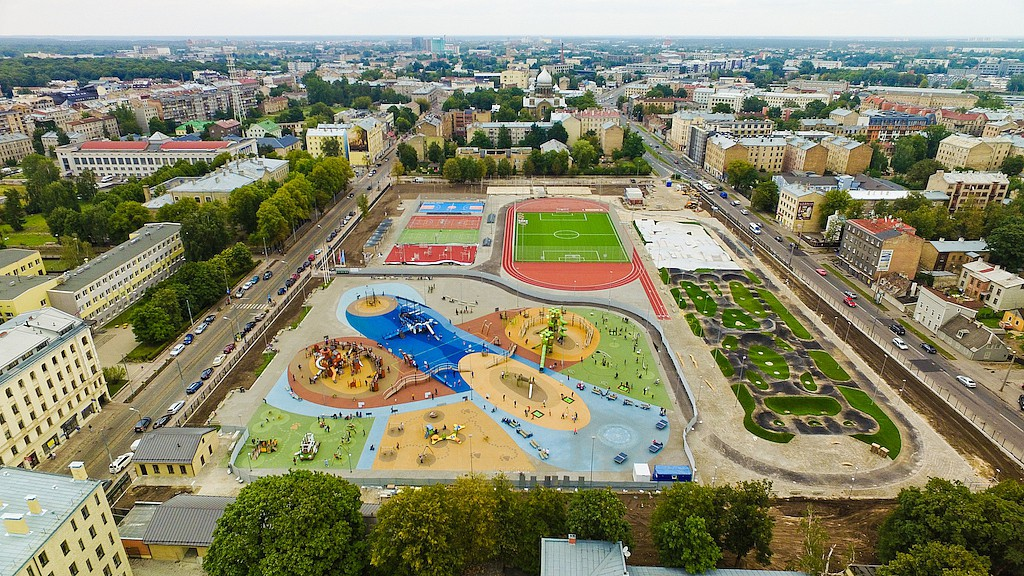 The massive four hectare sports center square in Riga, Latvia features a 3000m2 asphault pumptrack by Velosolutions.